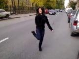 Красиво танцует Восточная красавица(лизгинку)